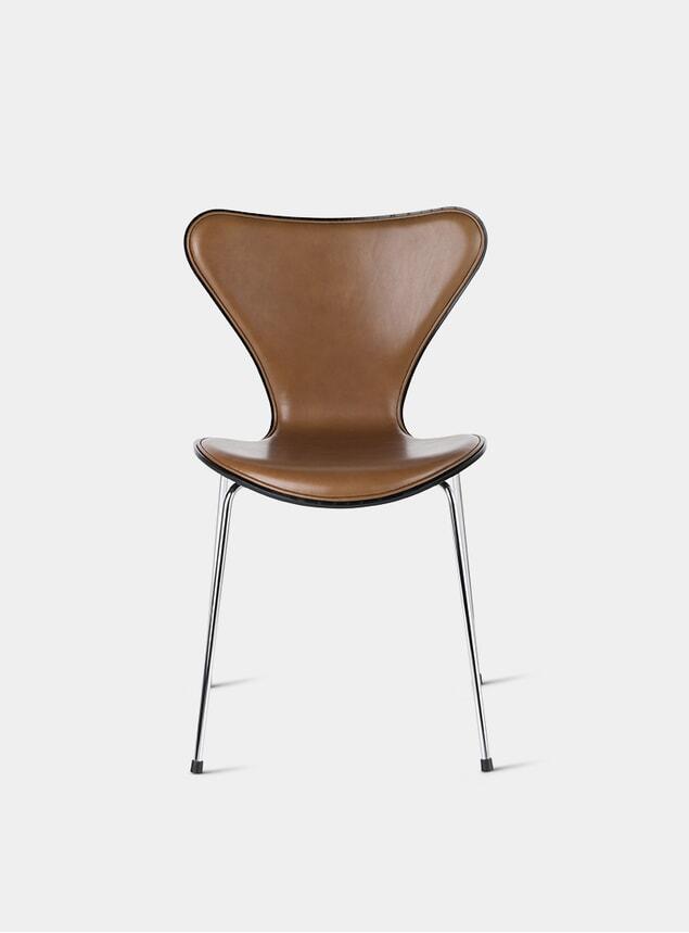 Black / Wild Leather / Walnut Series 7 Chair