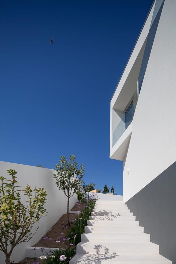 hillside-home-by-jps-atelier-6