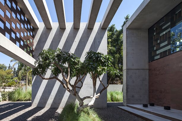 praise_of_shadows_pitsou_kedem_architects_7