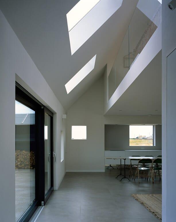 North-Vat-house_Rodic-Davidson-Architects_Dungeness-beach-Kent-England_dezeen_936_4