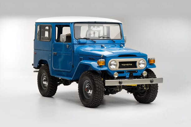 TOYOTA-LAND-CRUISER-1