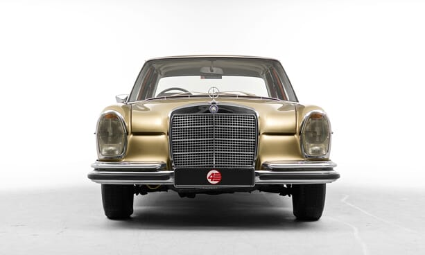 Mercedes-280-SE-gold-05