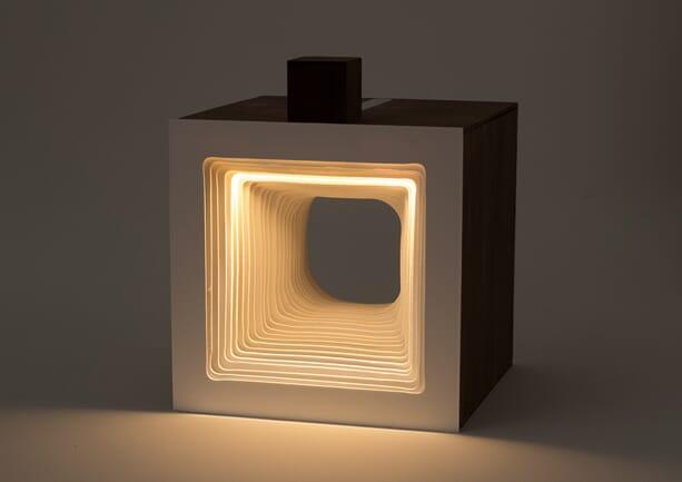 Panta-Rei-Light-Cube-hand-2