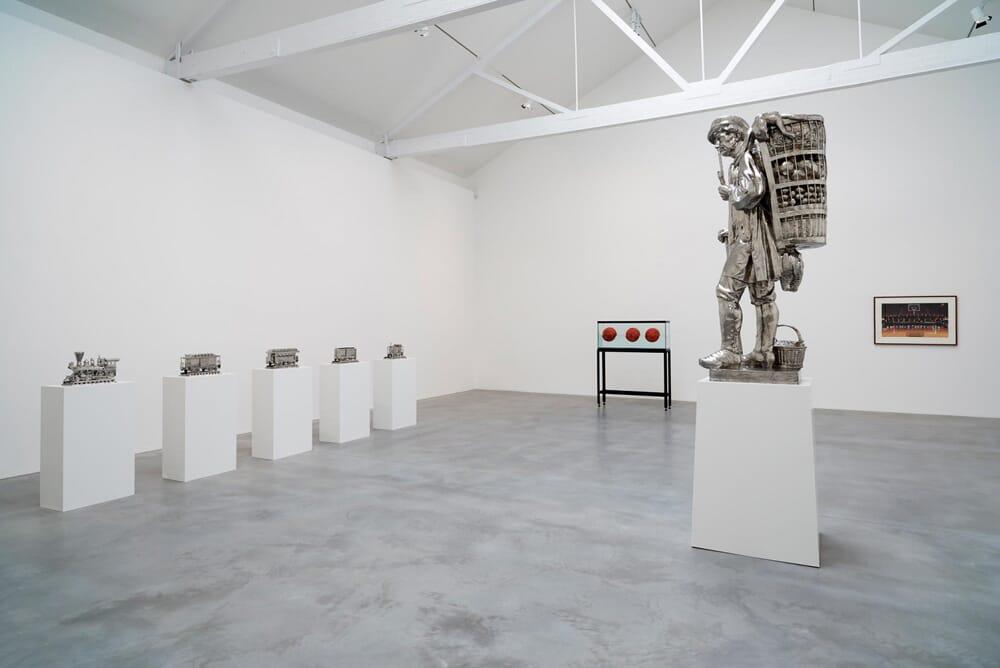 jeff-koons-now-damien-hirst-newport-street-gallery-03