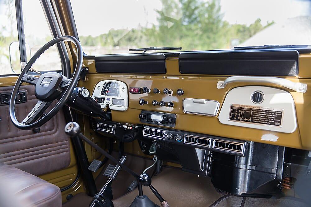 1981_Toyota_Land_Cruiser_FJ43-32_MM