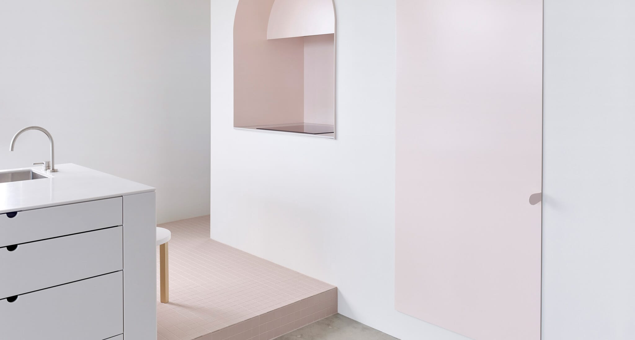 BoardGrove Architects Design An Apartment To Look Like A Gallery