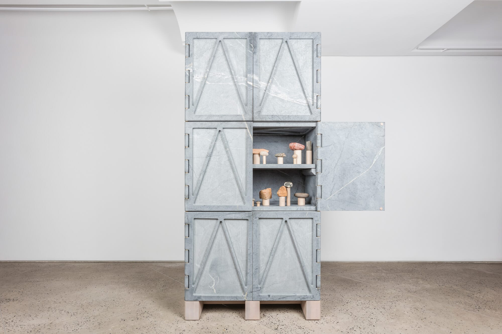 fort-standard-relief-stone-cabinet-3