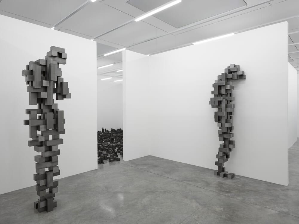 antony-gormley-white-cube-1