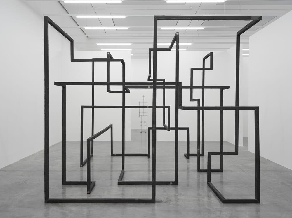 antony-gormley-white-cube-3
