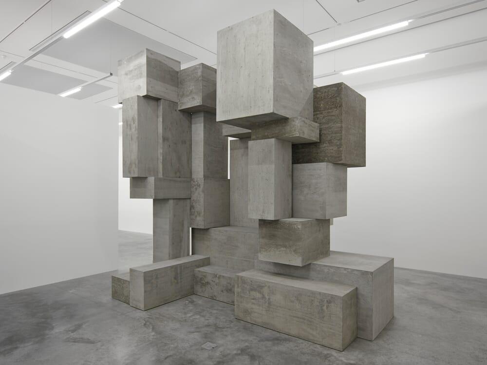 antony-gormley-white-cube-4