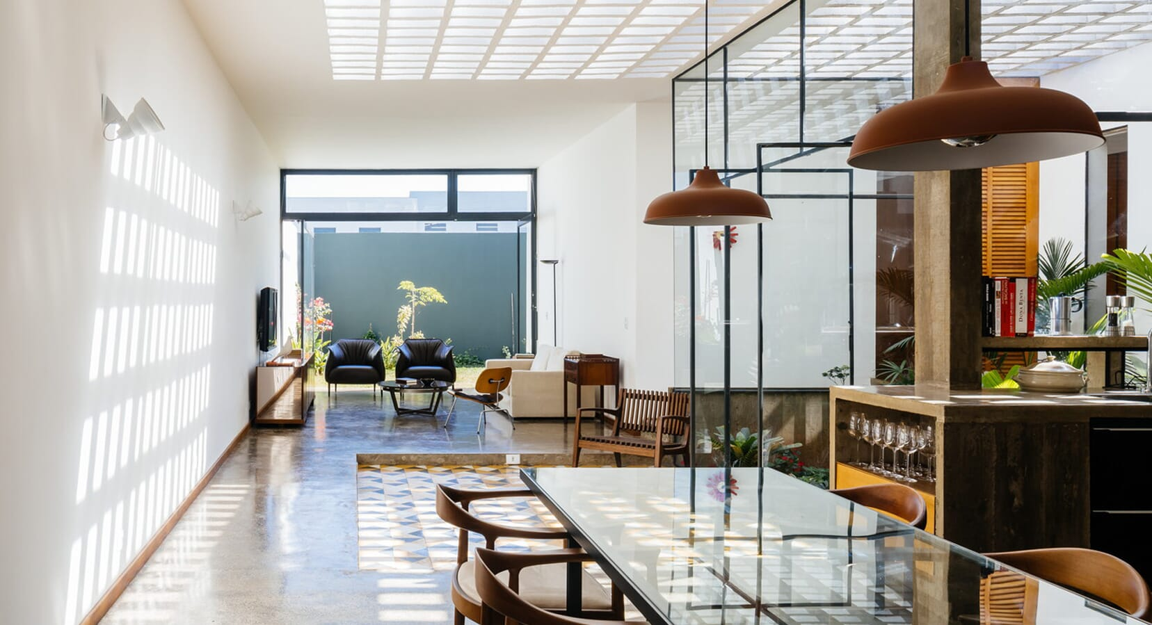 Fit For A Modern Family: The Ownerless House Nº 01