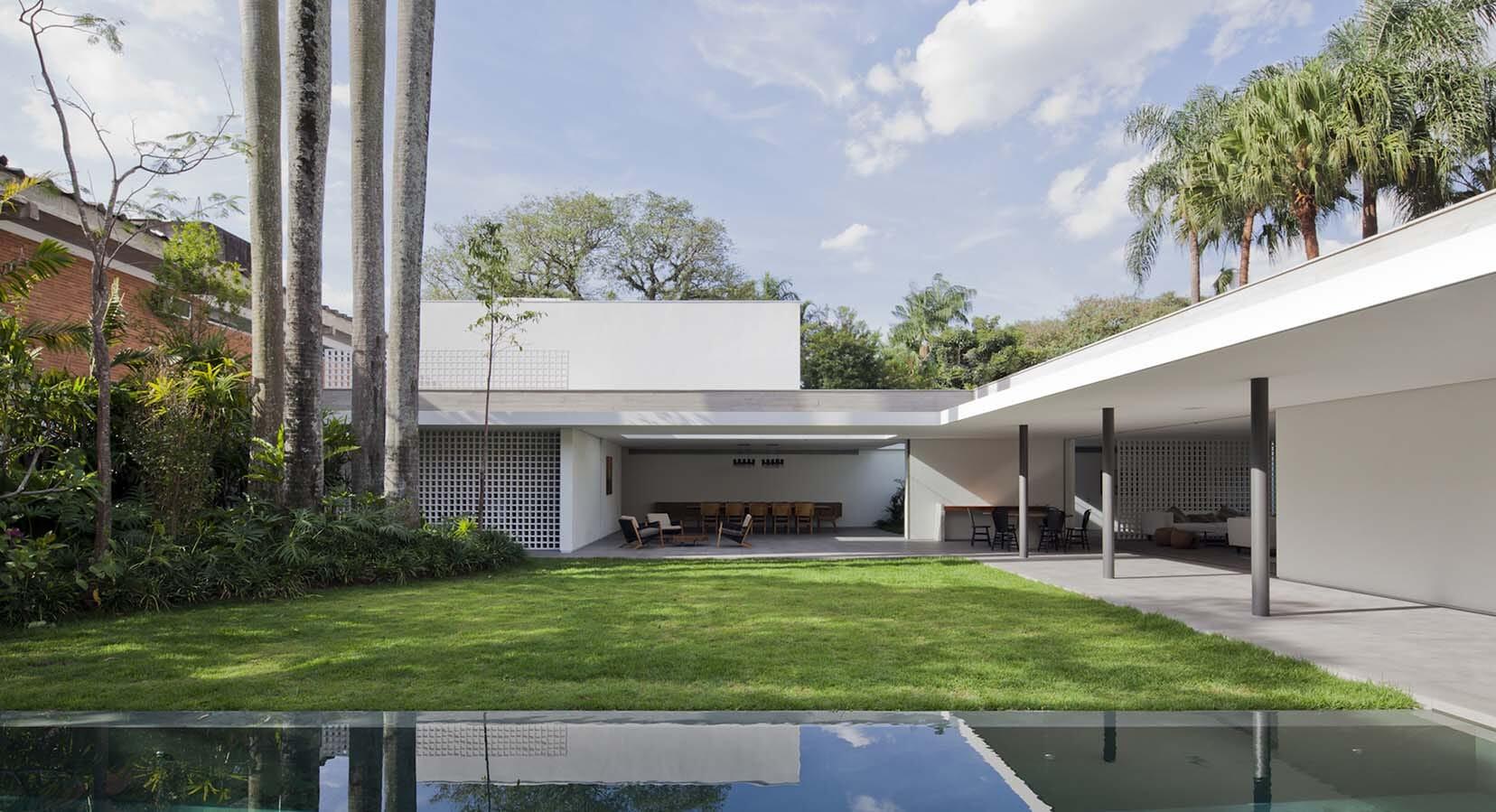 A Haven Of Light And Greenery: Step Inside The Alto de Pinheiros House, Brazil