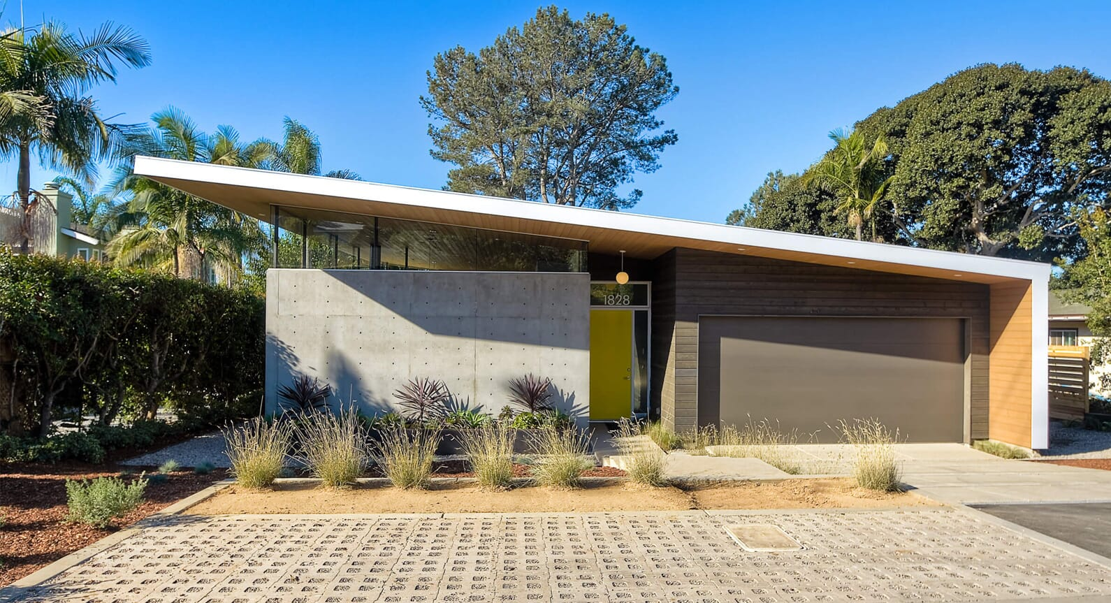 Surfside Projects' Avocado Acres House Takes Cues From Modernist Architecture