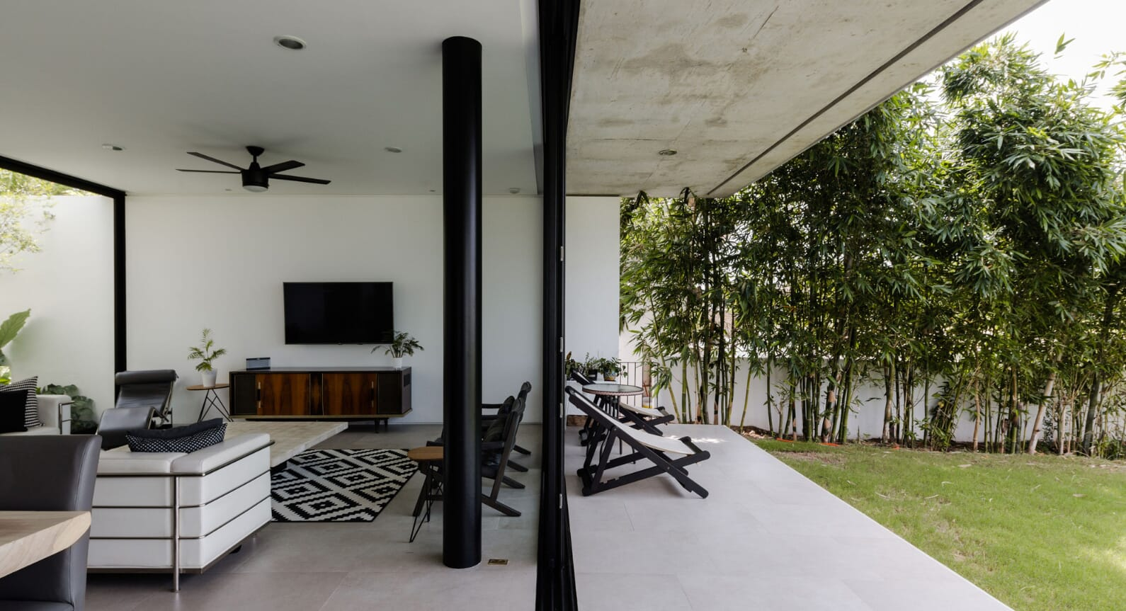 How A Patio Is The Key To This Mexican Modernist Residence