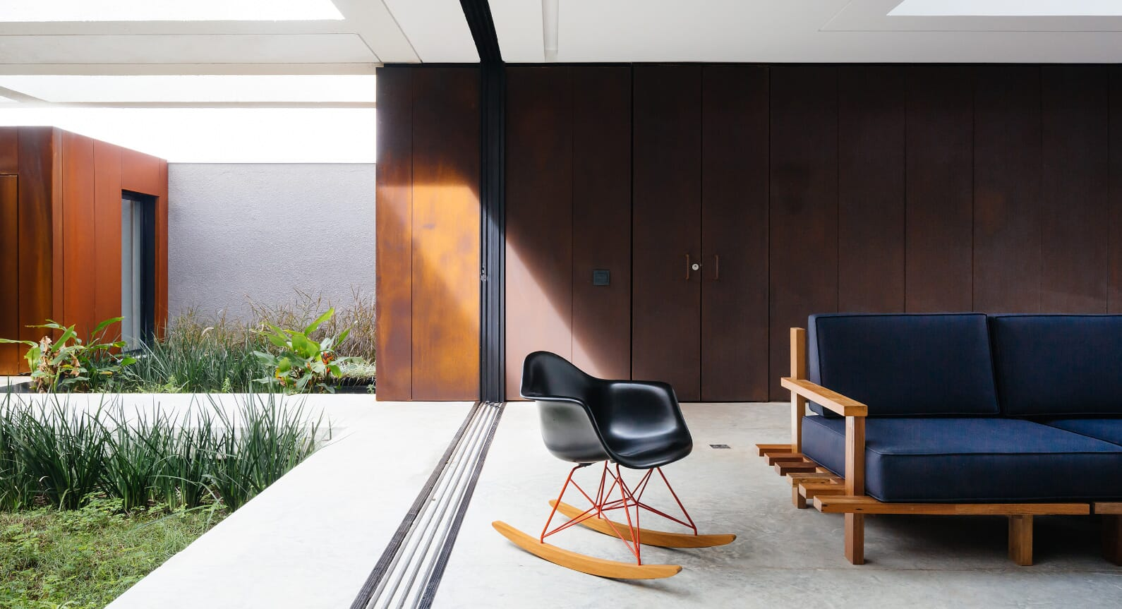 Inside Aleph Zero's Stunning Brazilian Seaside Home