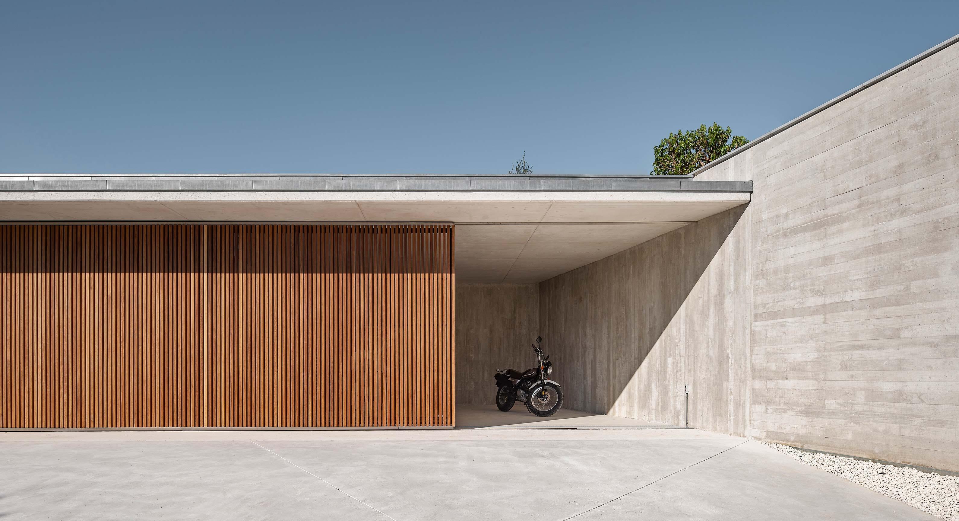 The Öcher House Is An Alluring Modern Hideaway