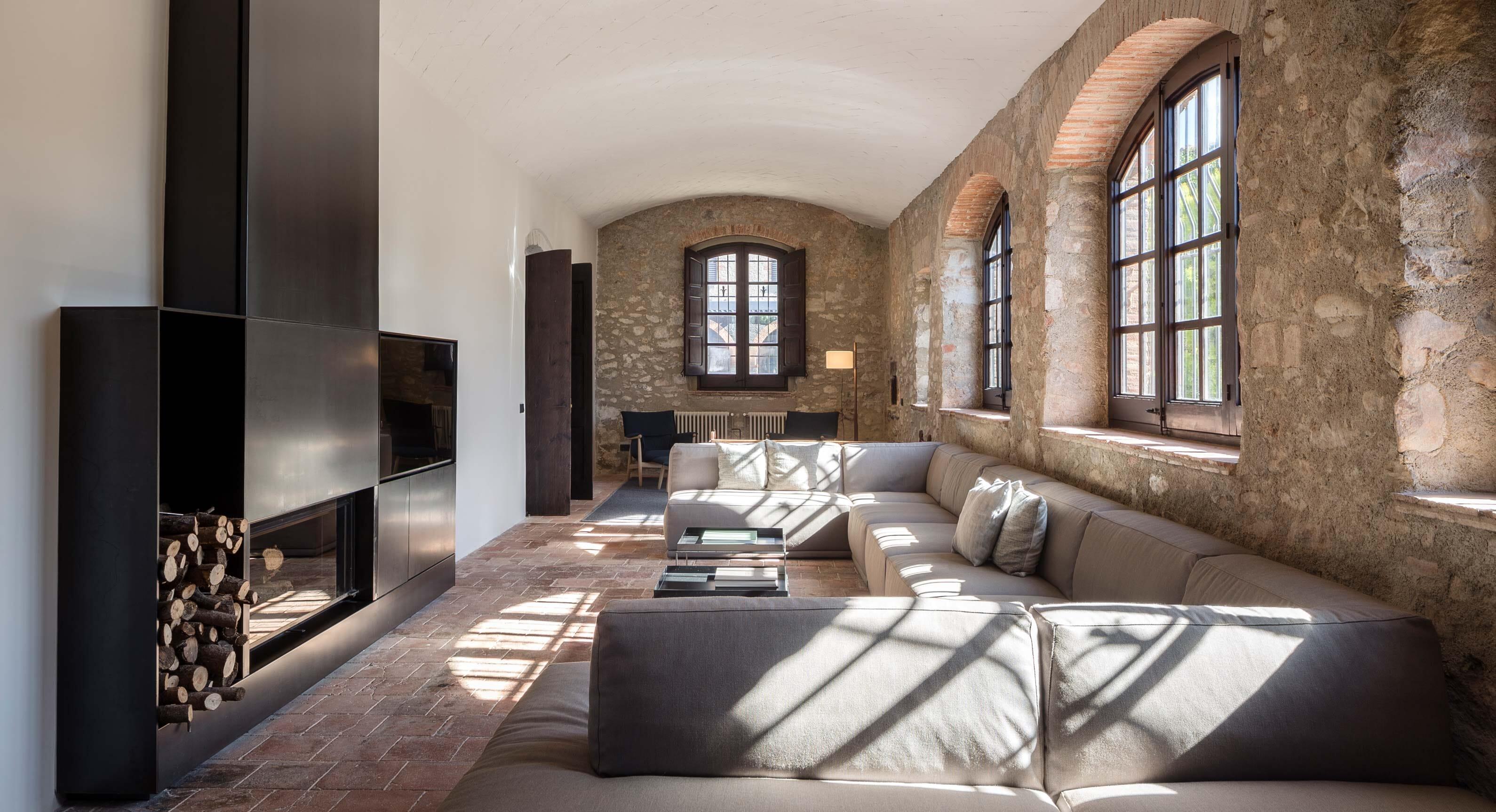 Sant Marti House: Francesc Rifé Studio's Hidden Valley Treasure
