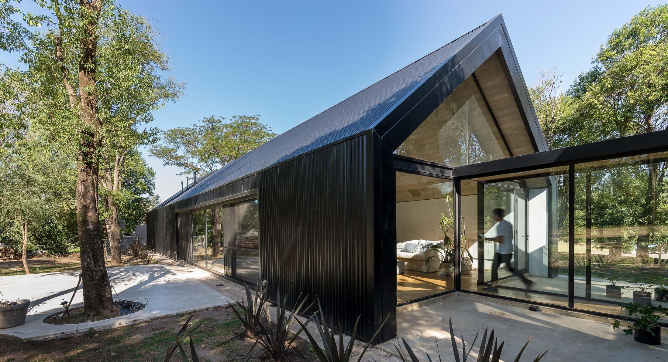 Hidden In The Trees: 'La Negrita' By Morini Arquitectos