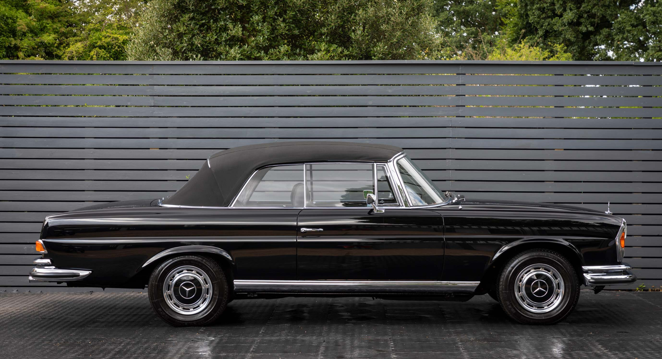 Classic Car Find of the Week: 1970 Mercedes Benz 280 SE