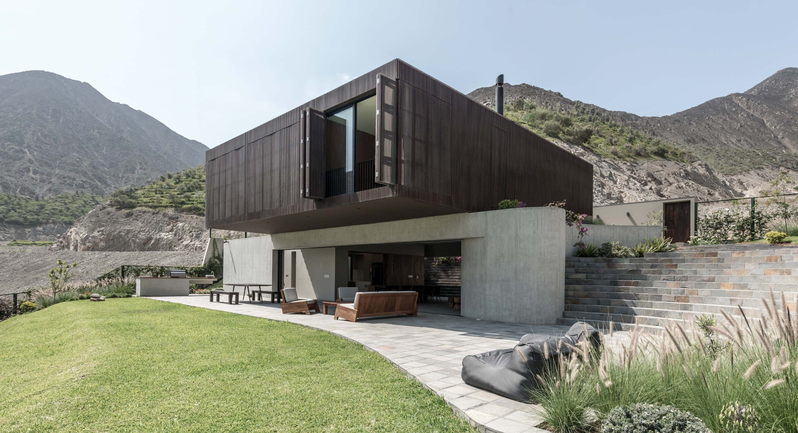 Casa Topo Is A Modern Residence Undercover In The Peruvian Countryside
