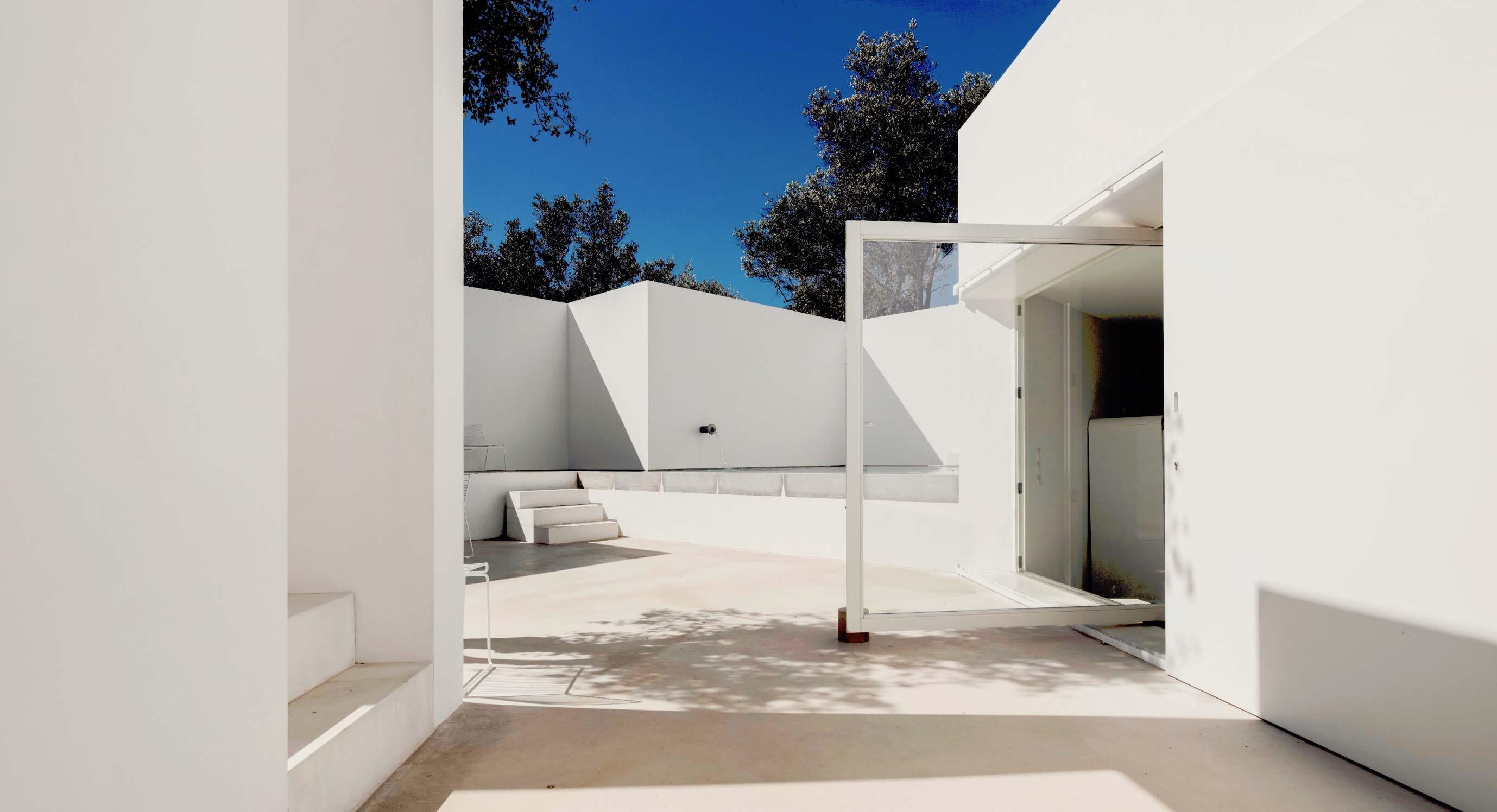 The Ultimate Hideaway - Pedro Domingos Arquitectos' Casa Luum