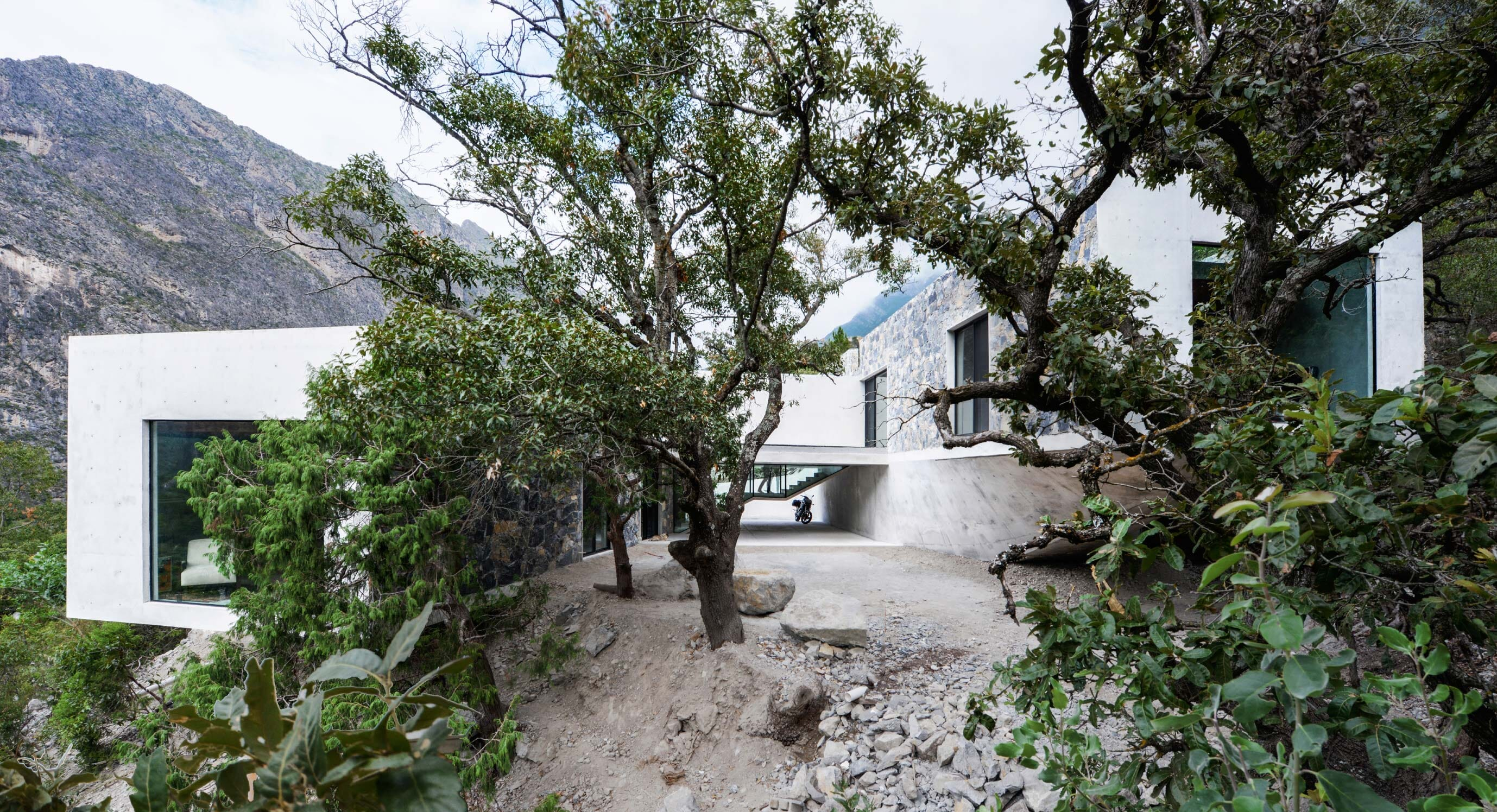 P+0 Arquitectura's Casa Bedolla Is Deeply Linked To Its Surroundings