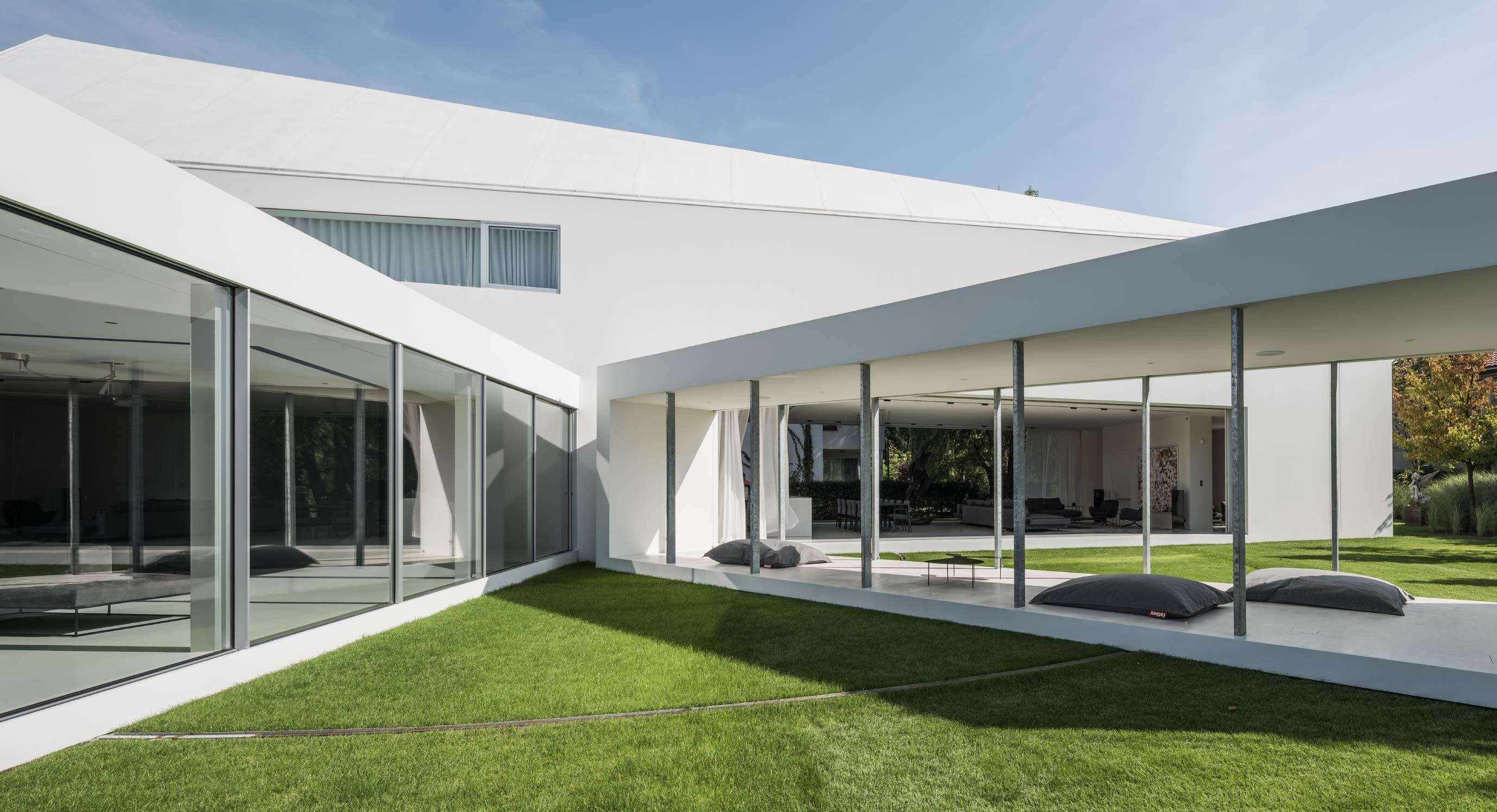 KWK Promes' Quadrant House Reacts To The Sun's Movement