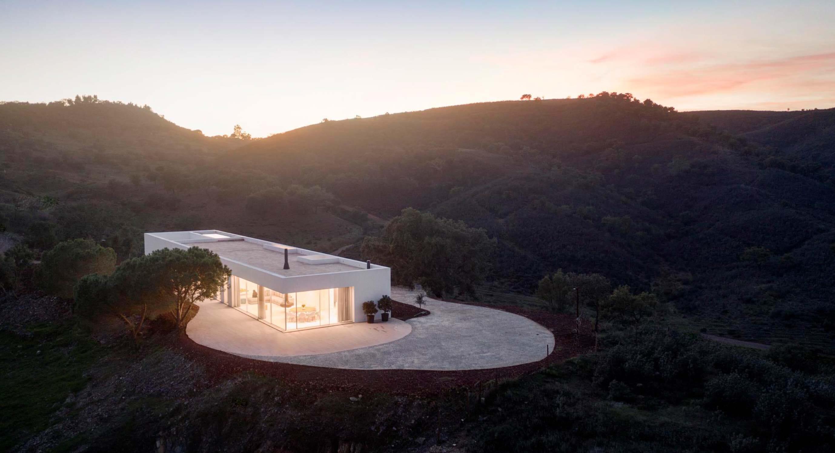A Modern Monument: Casa em Silves, Portugal