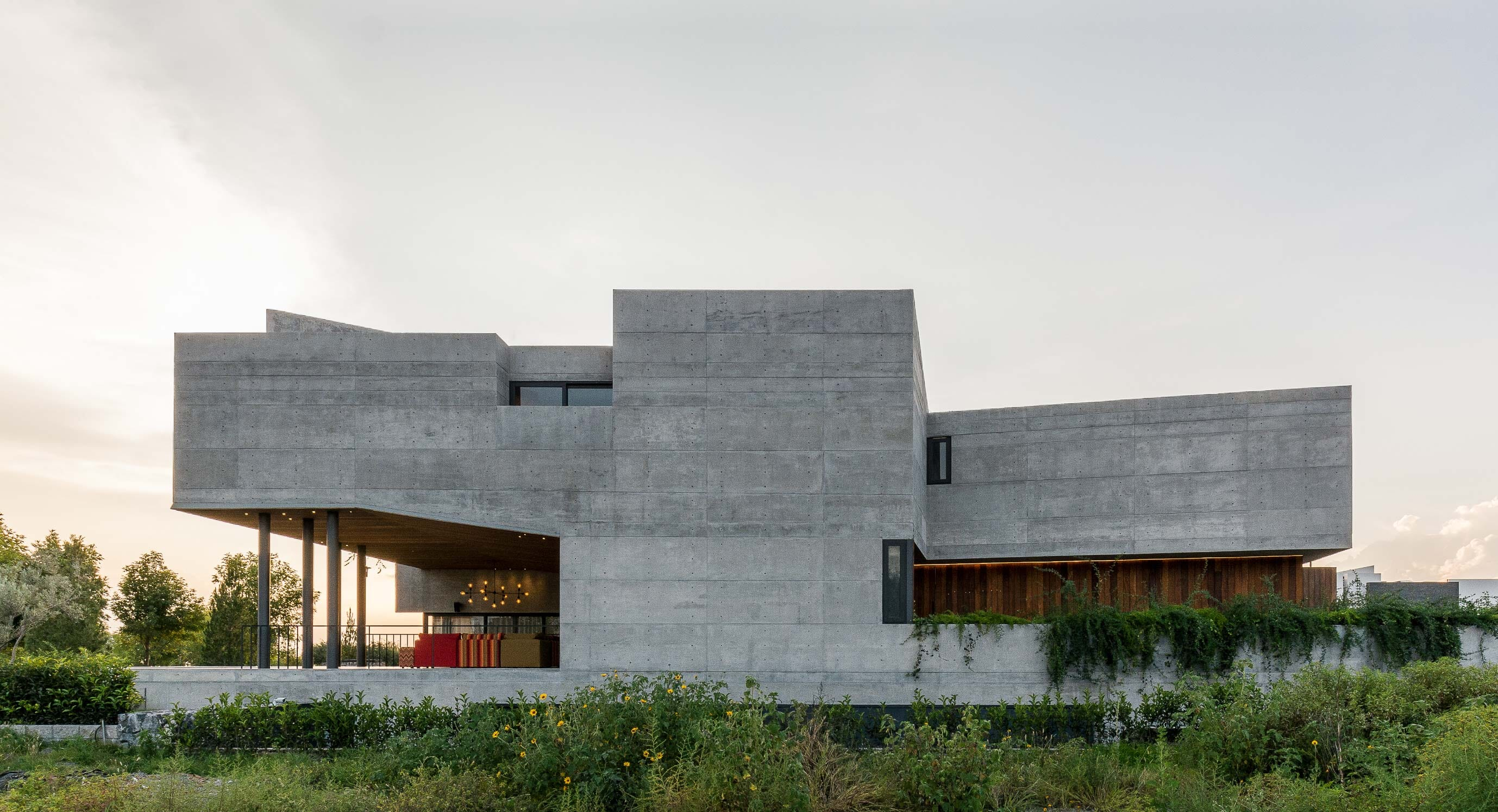 Edouard Reims' DeLunna House Questions Architectural Privacy