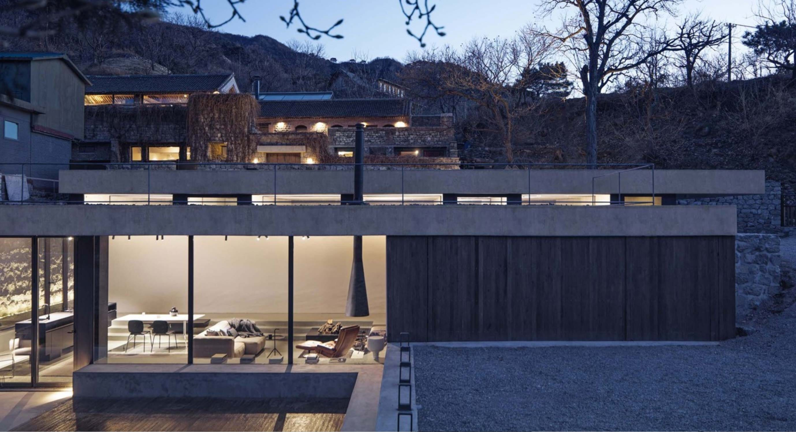 House On The Great Wall Copes With Extreme Architectural Competition