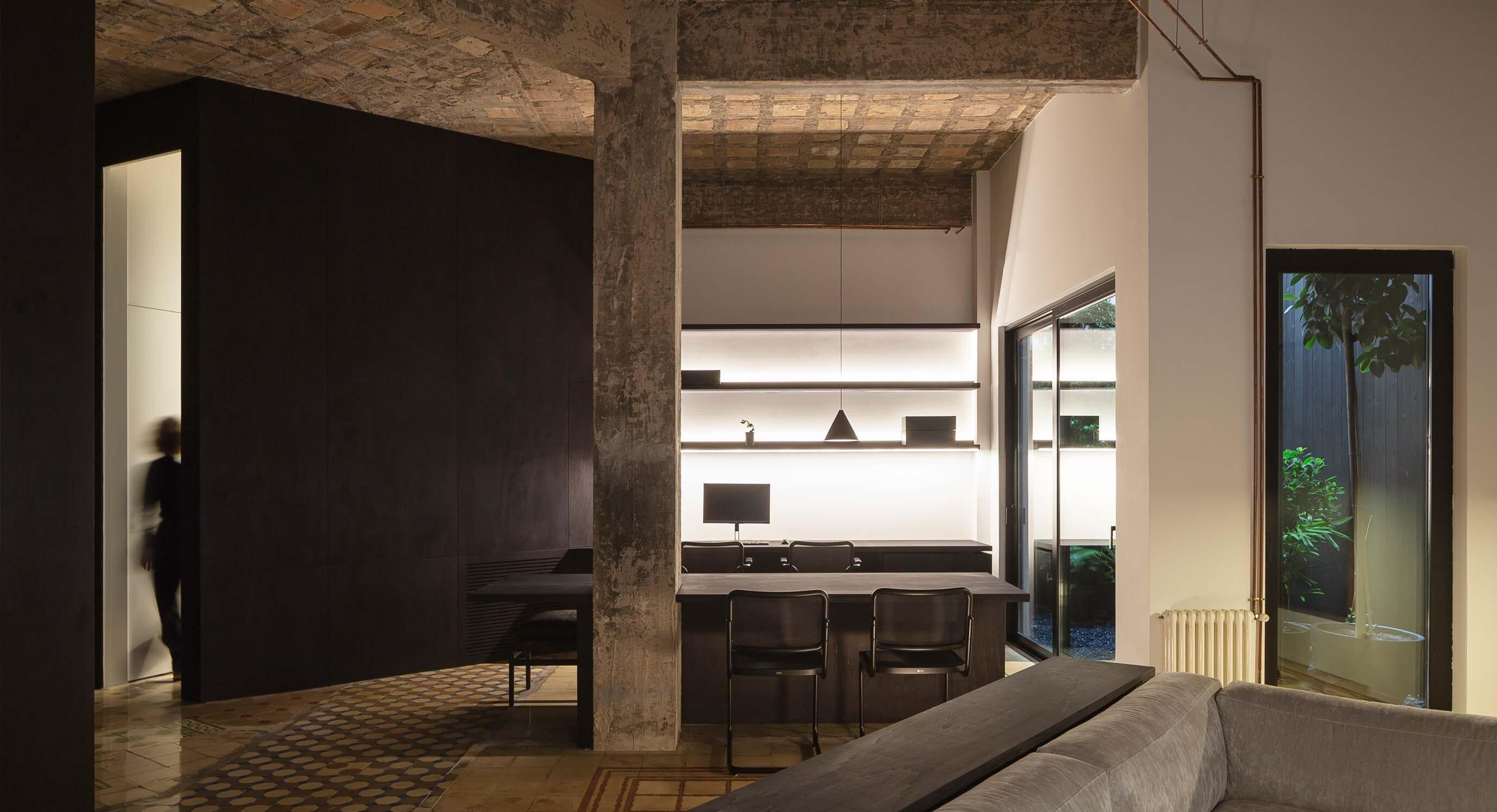 Francesc Rifé Studio's R Apartment Melds Old And New Valencia