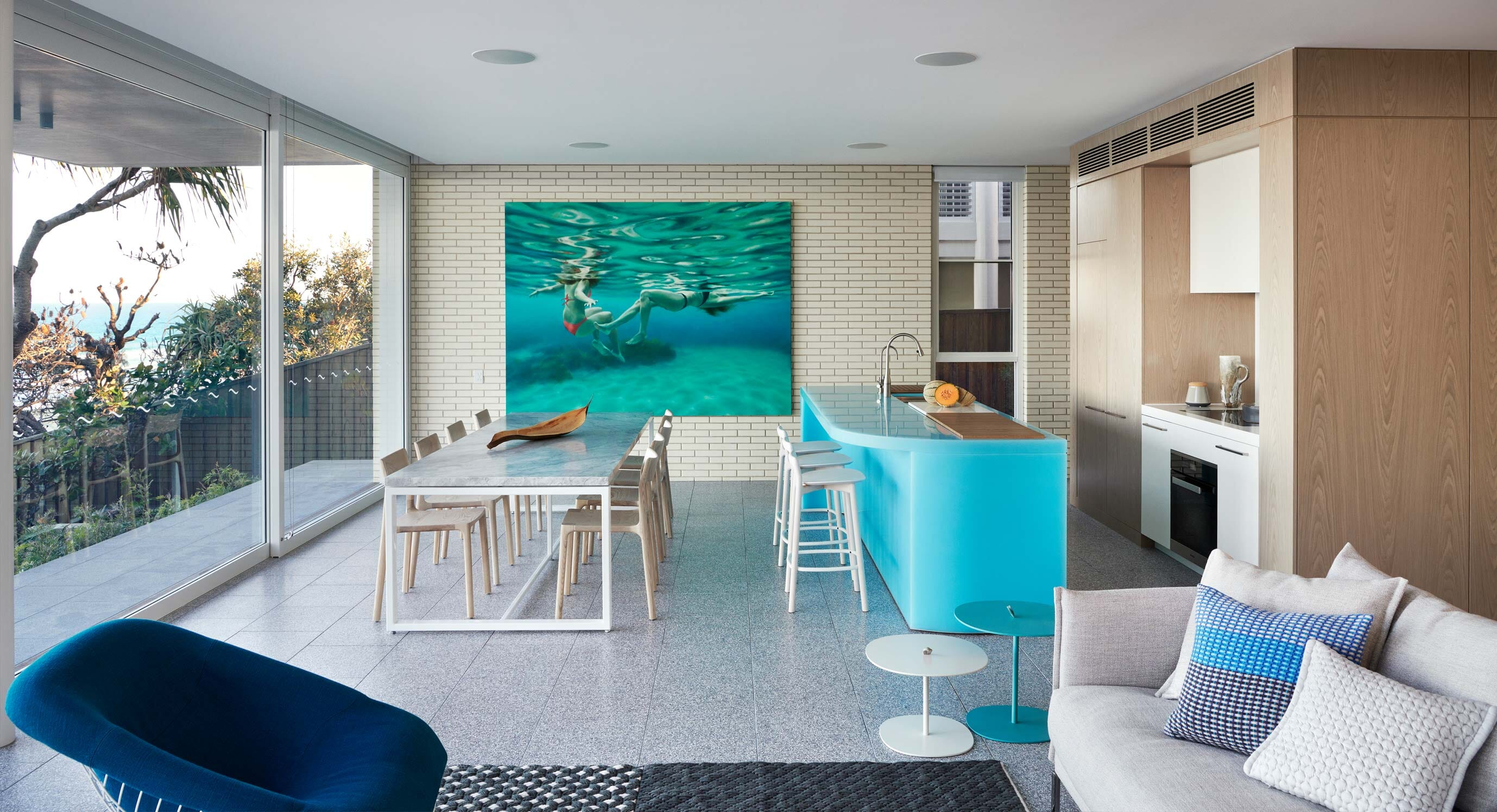 PopovBass' Sunshine Beach House Uses Colour To Delegate Space
