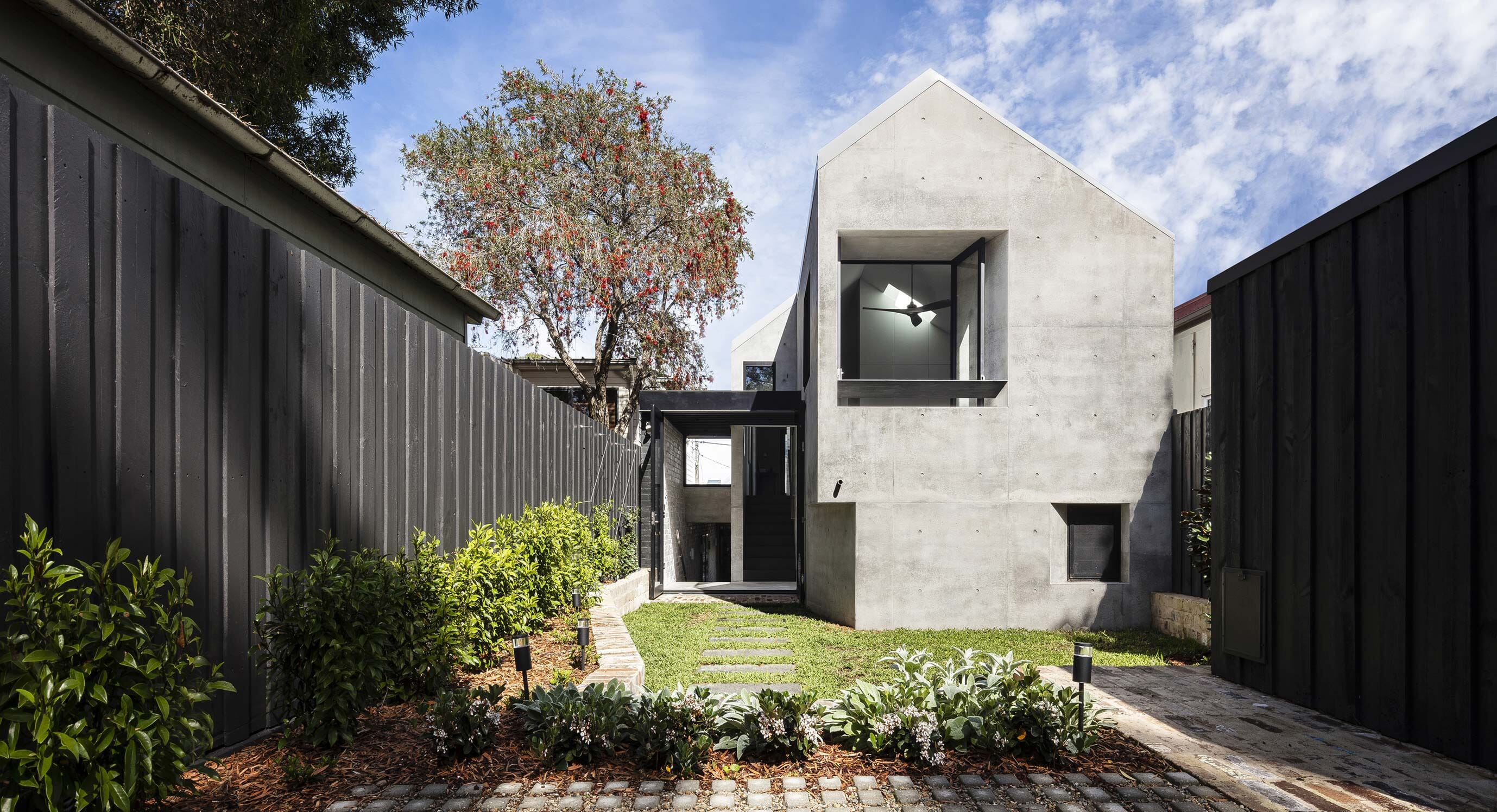 Balmain Rock House Connects Distant Times With Material