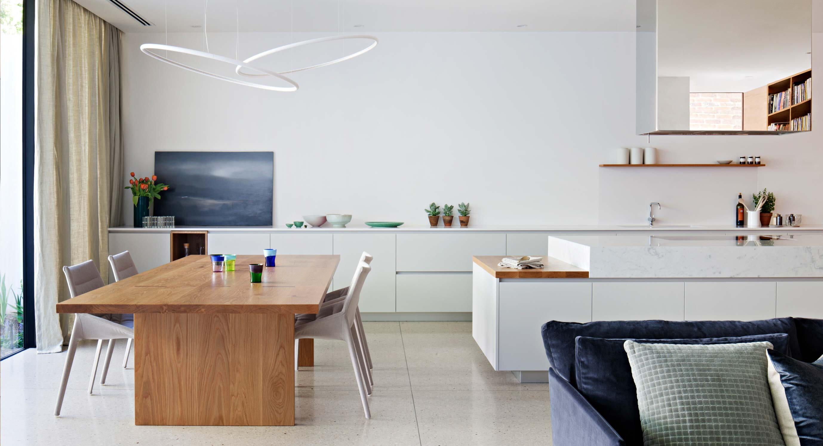 Victoria Gardens House Blends Functions And Styles