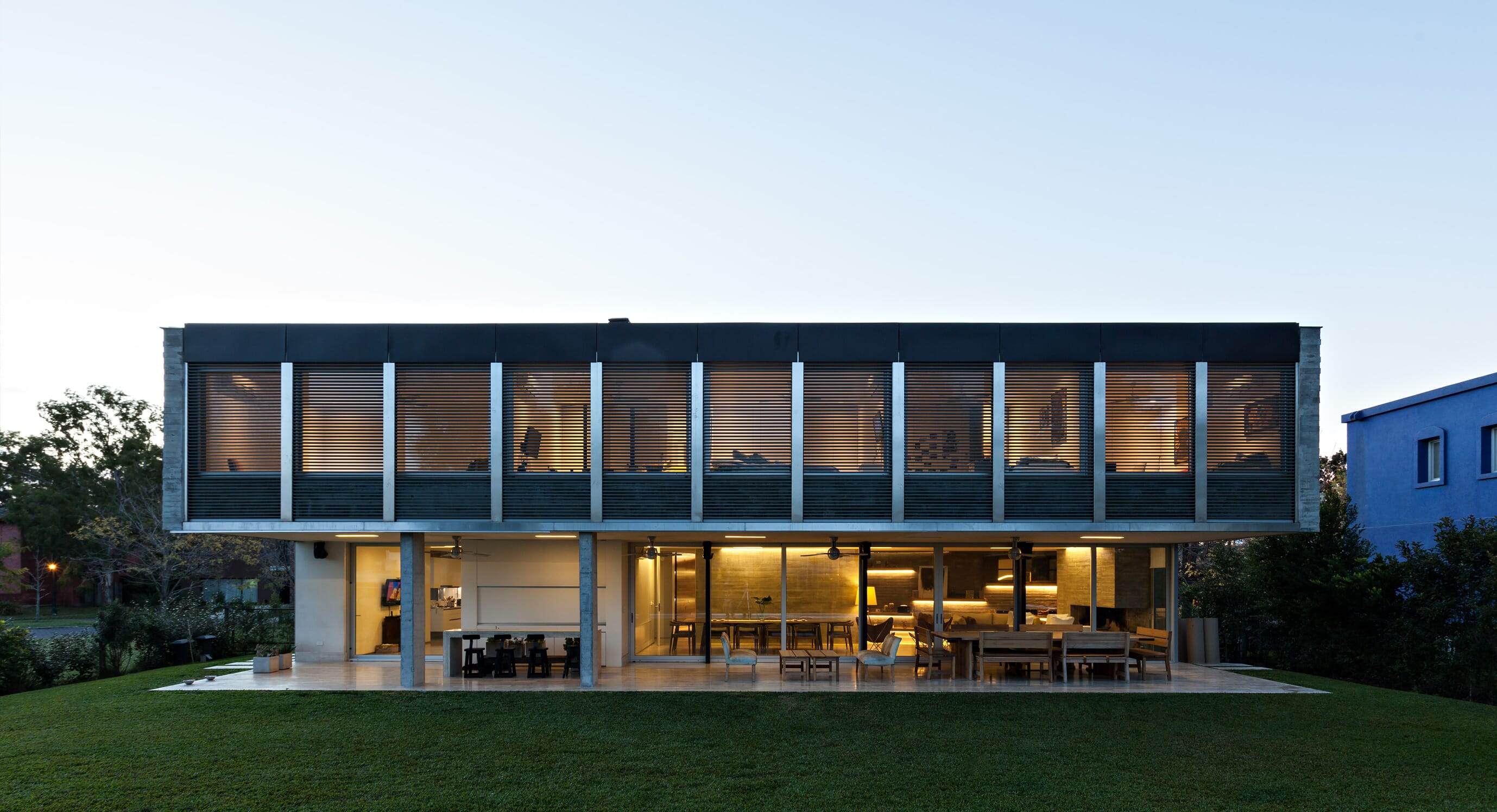 L House Adds Flair To An Argentinian Cul-De-Sac