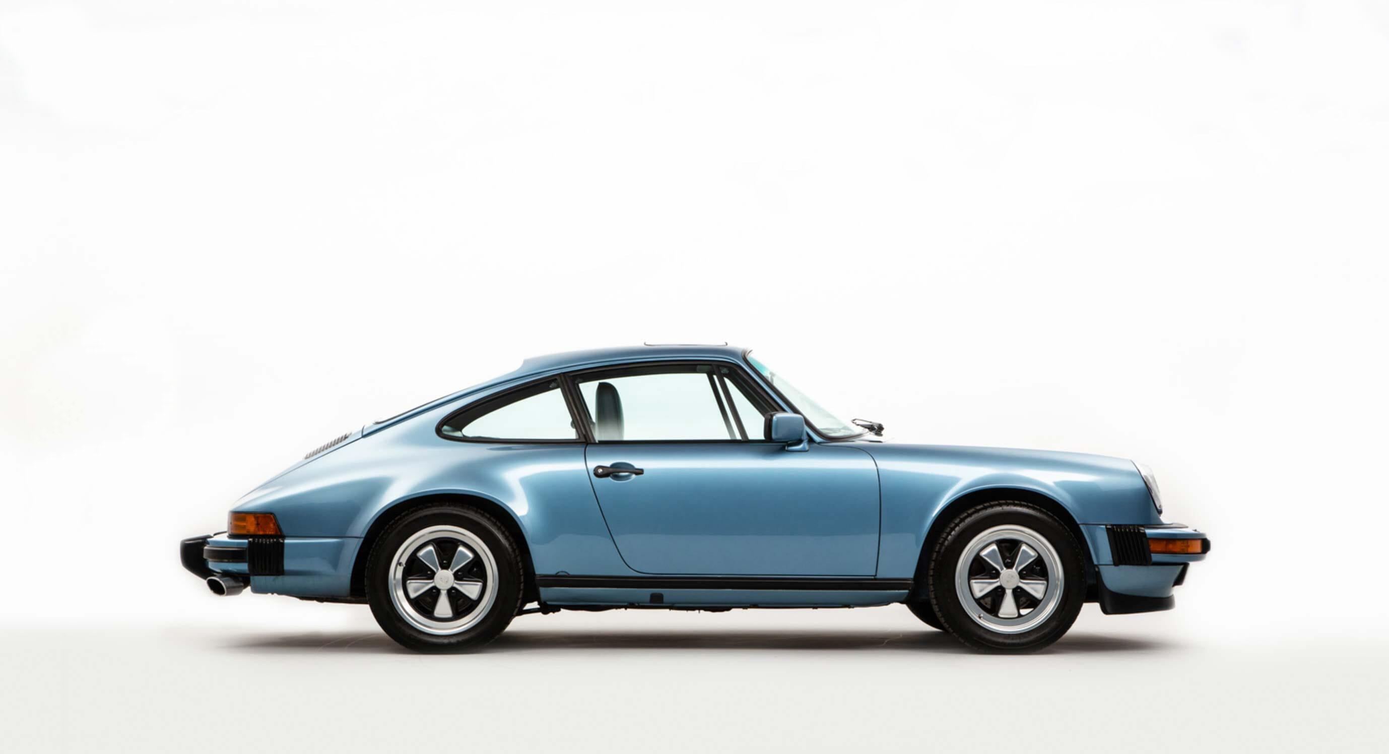 Porsche 911 Carrera 3.2: Into the blue