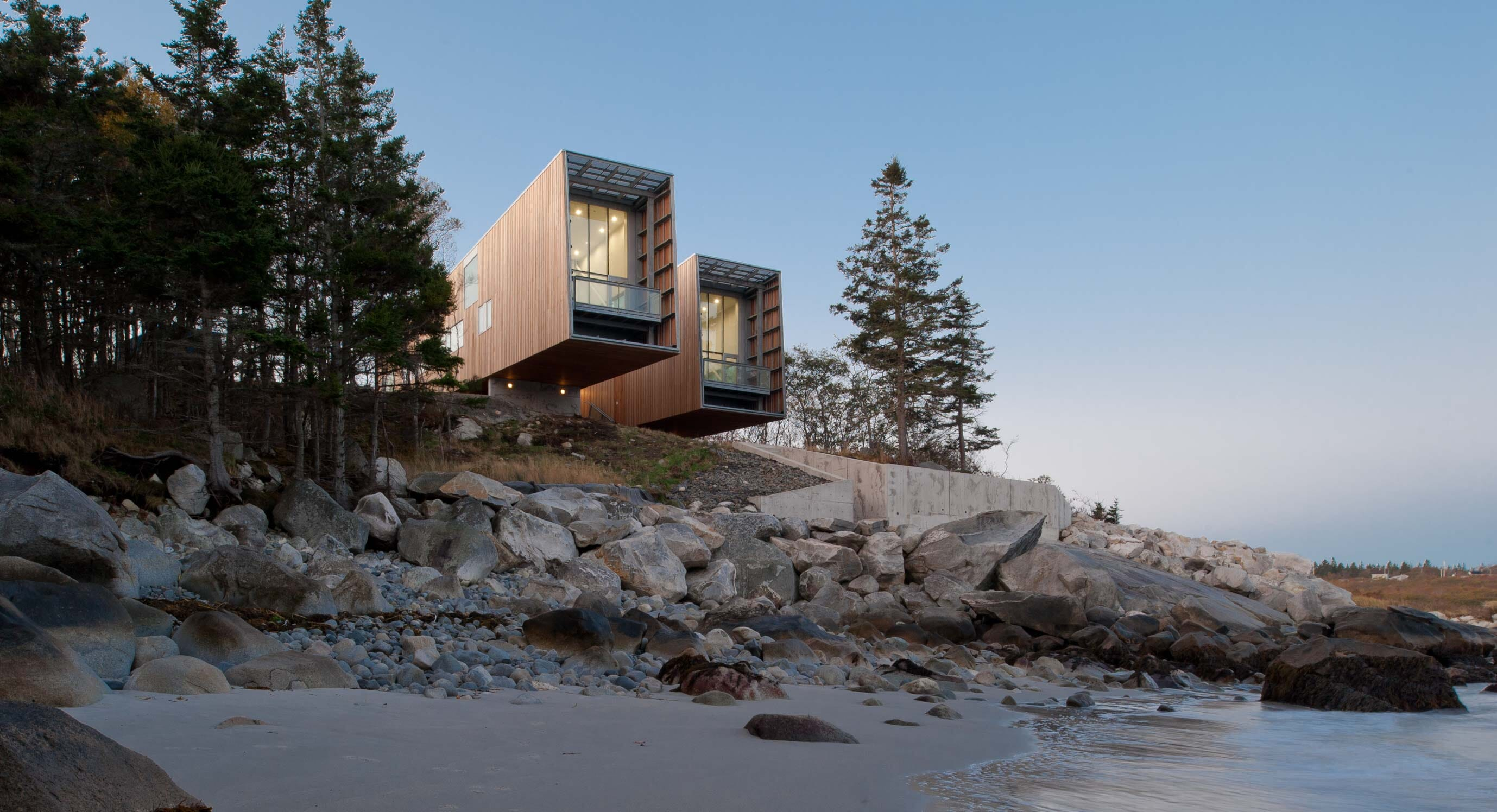 Two Hulls House: Reacting to context