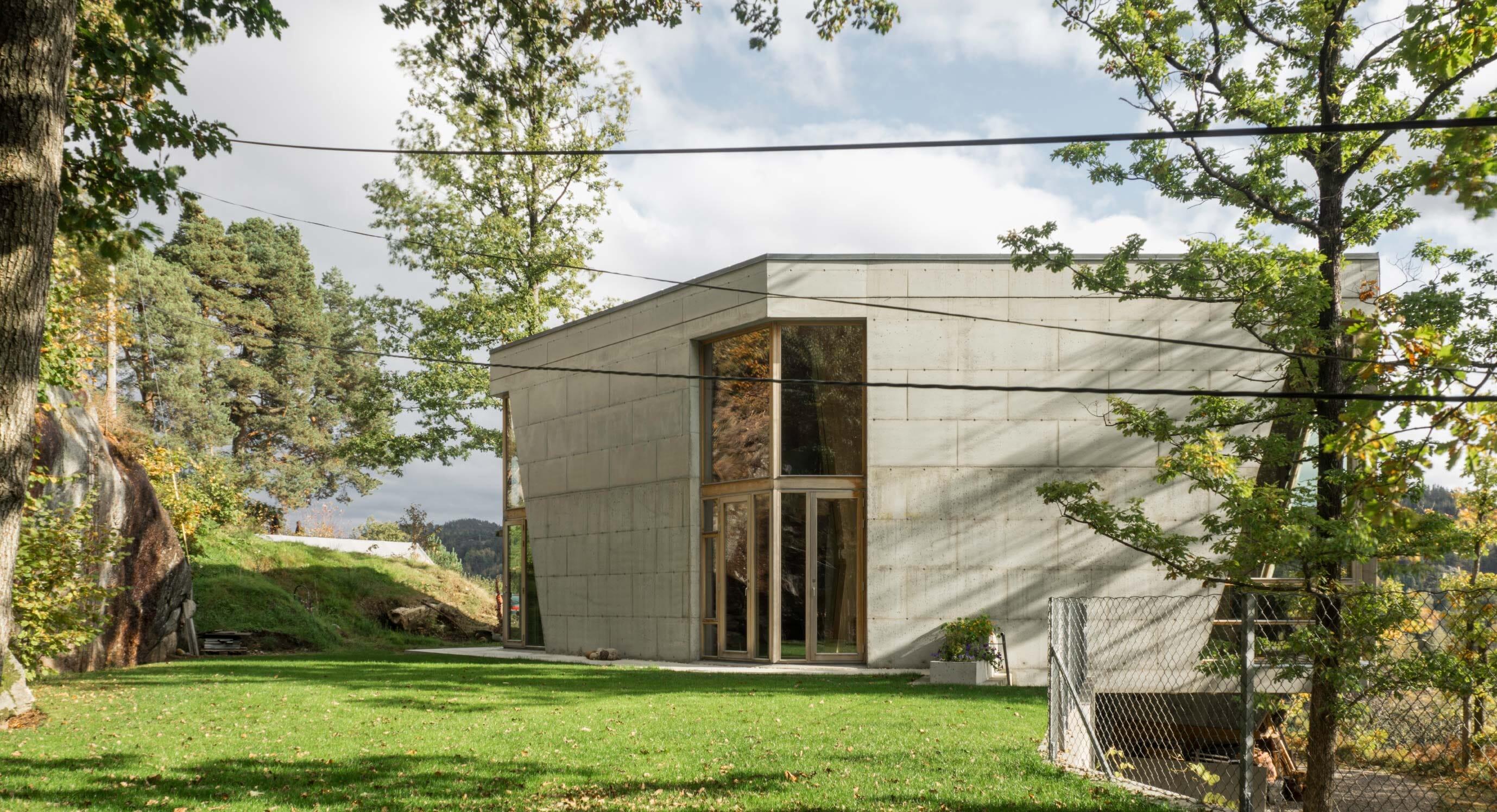 Villa Hexagon: Light and concrete