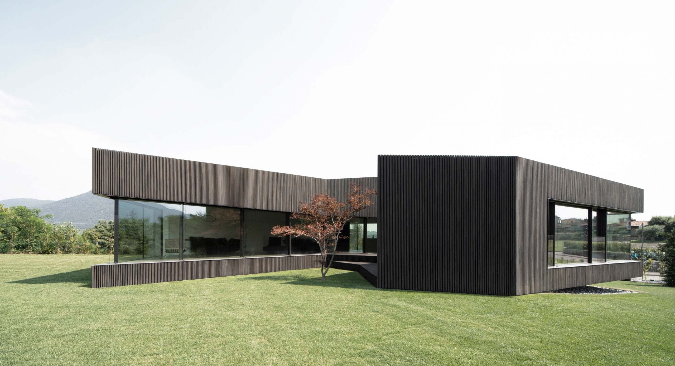 Claw House: Framing the surroundings
