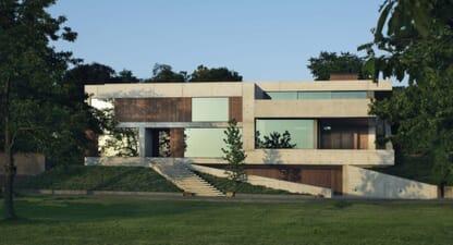 Villa 22°: The shape of water