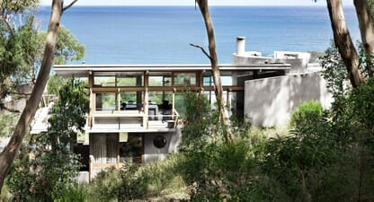 Ocean House: A beach house between land and sea