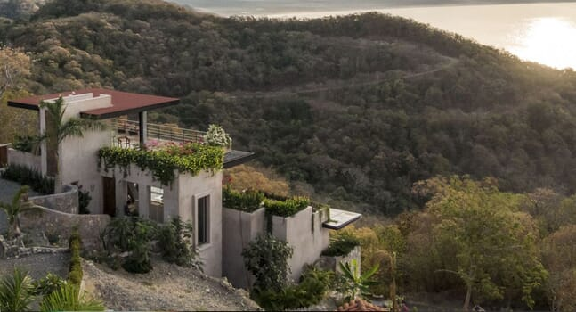Mishel House: A Mexican home that defies gravity