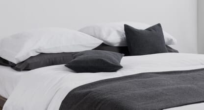 5 minimalist bedding sets for a more serene bedroom