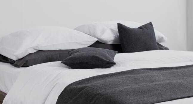 5 minimalist bedding sets for a more serene bedroom