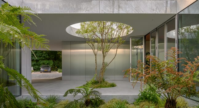 5 inspiring courtyards that invite the outdoors into the home
